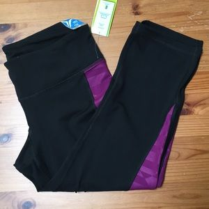 NWT Old Navy Active Compression Capris